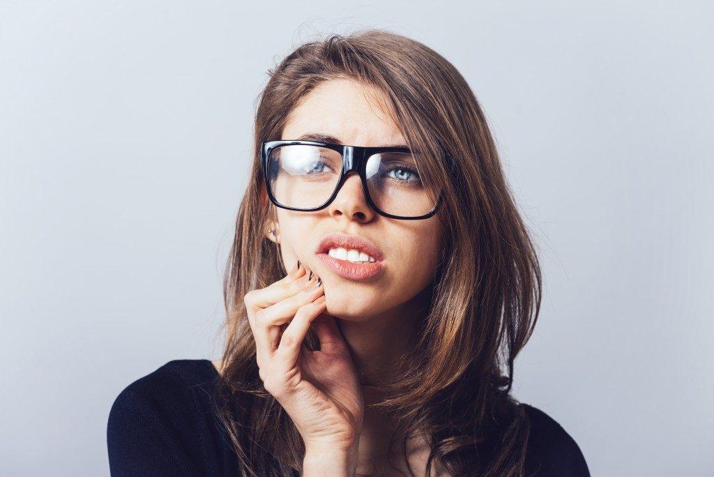woman with hurting teeth