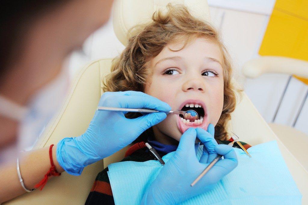 kid having his teeth checked
